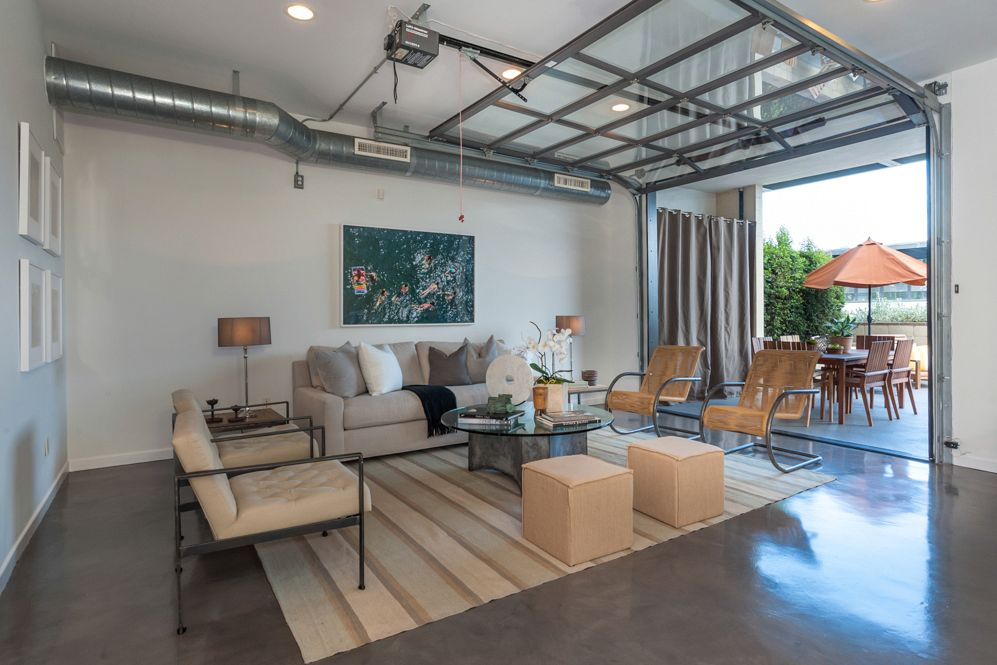 7 la homes ideal for indoor outdoor living for Interieur garage